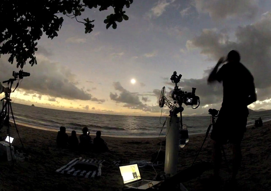 Solar Eclipse Maestro Action Canon 7D Astrotrac Mount Palm Cove TSE 2012 Queensland Australia